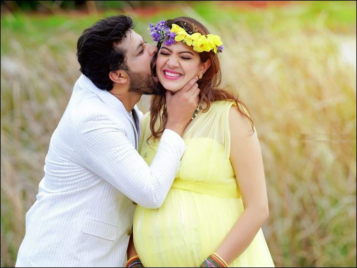 Cute pictures: Geetha Madhuri and Nandu embrace the former's
