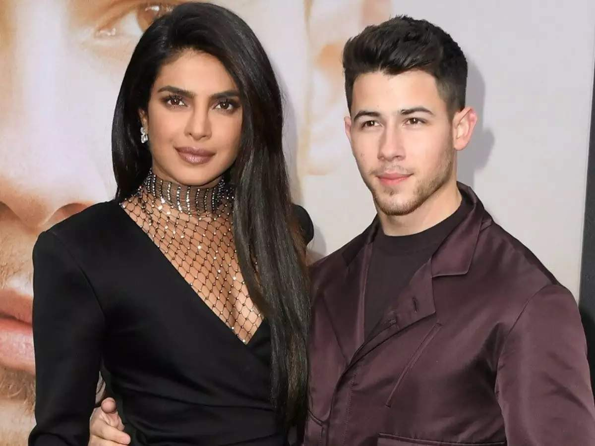 <b>Nick Jonas caught face-timing wife Priyanka Chopra in this adorable picture</b>