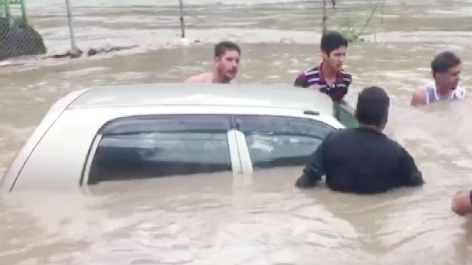 watch-panchvaktra-temple-in-hps-mandi-submerges-due-to-heavy-rains