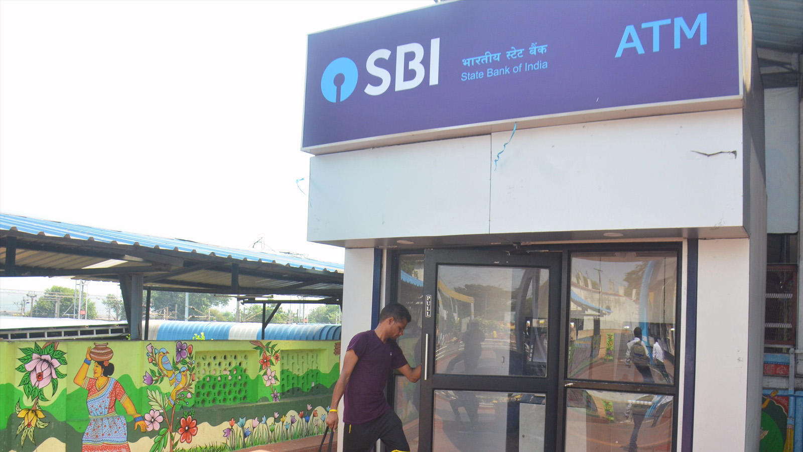 sbi-plans-to-promote-digital-transactions-may-eliminate-debit-cards