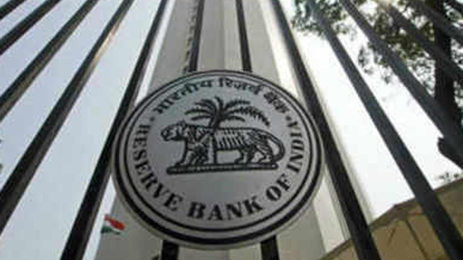 rbi-to-transfer-1-76-lakh-crore-to-government