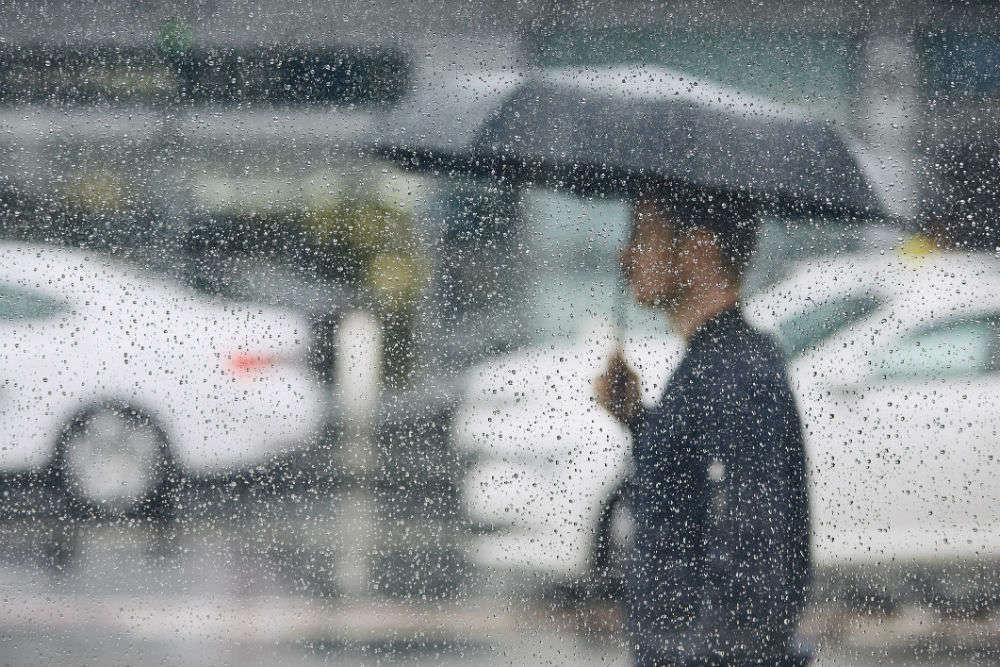 Mumbai rains update: hundreds of people stranded in Mumbai Airport