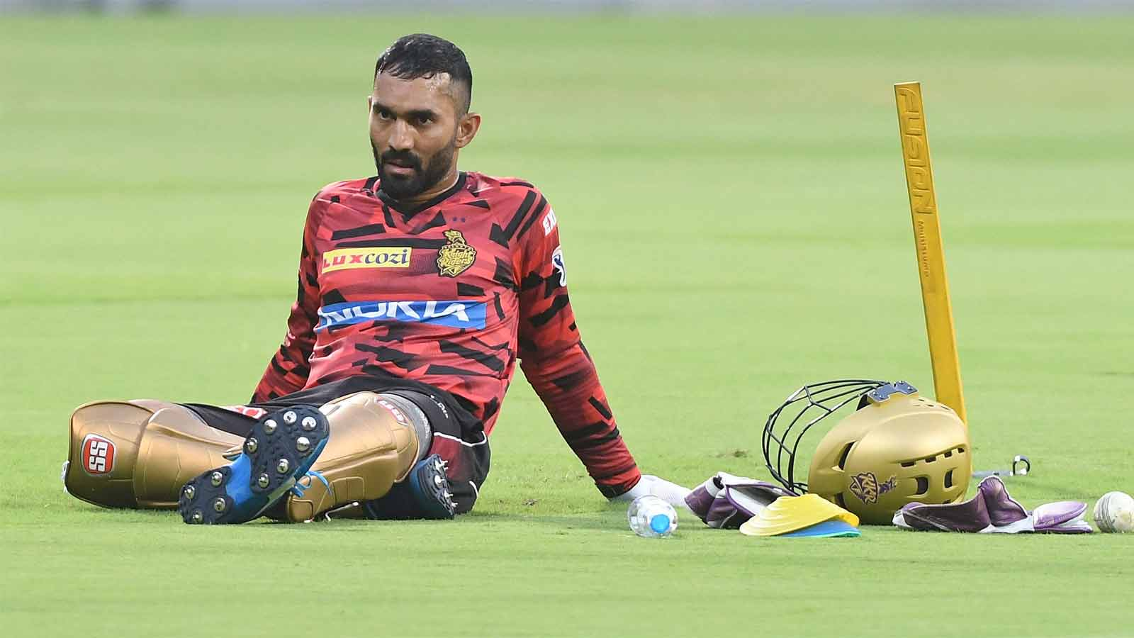 dinesh-karthik-issued-notice-by-bcci-for-attending-cpl-promotional-activity