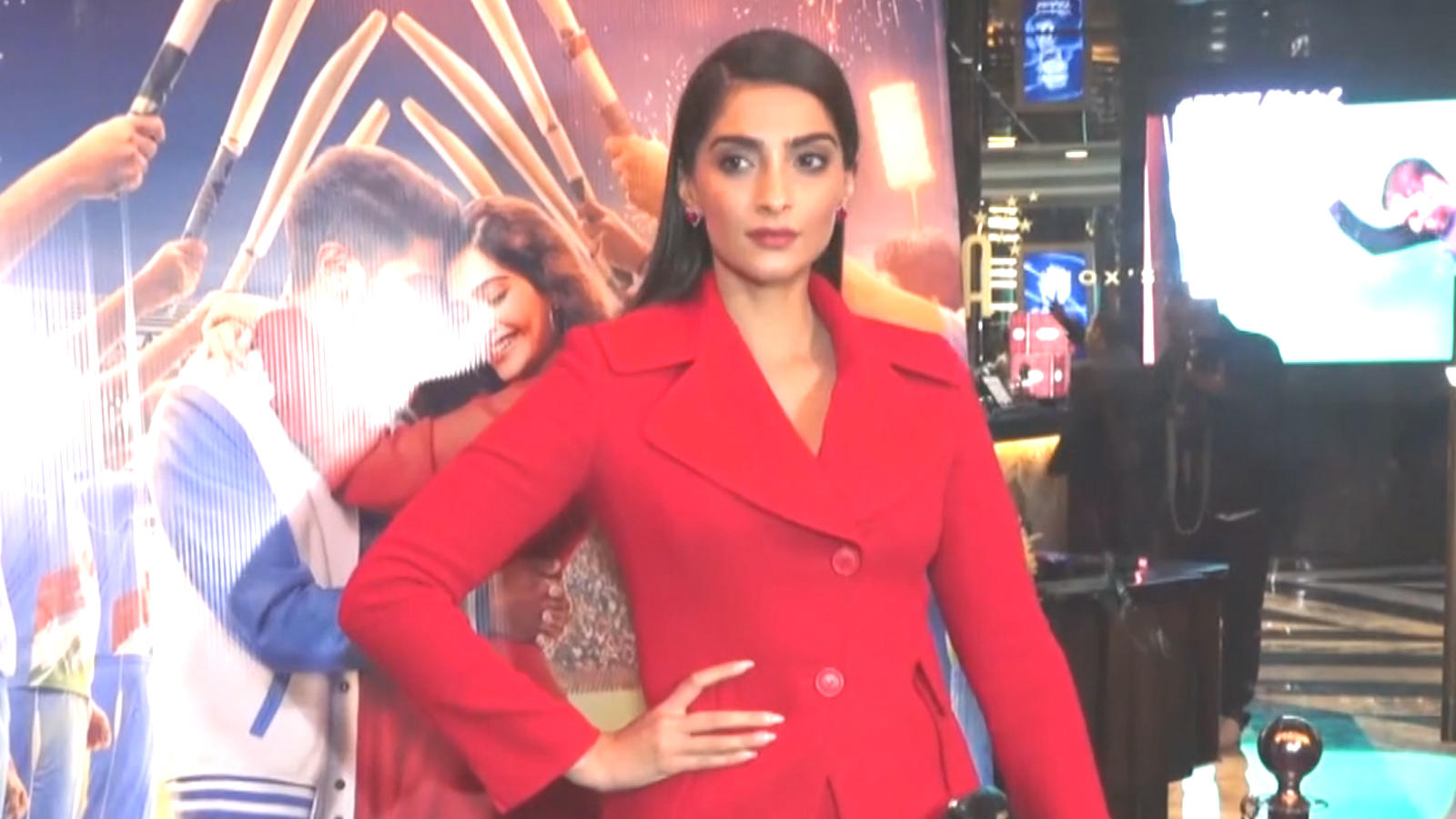 celebs-at-screening-of-sonam-kapoors-the-zoya-factor