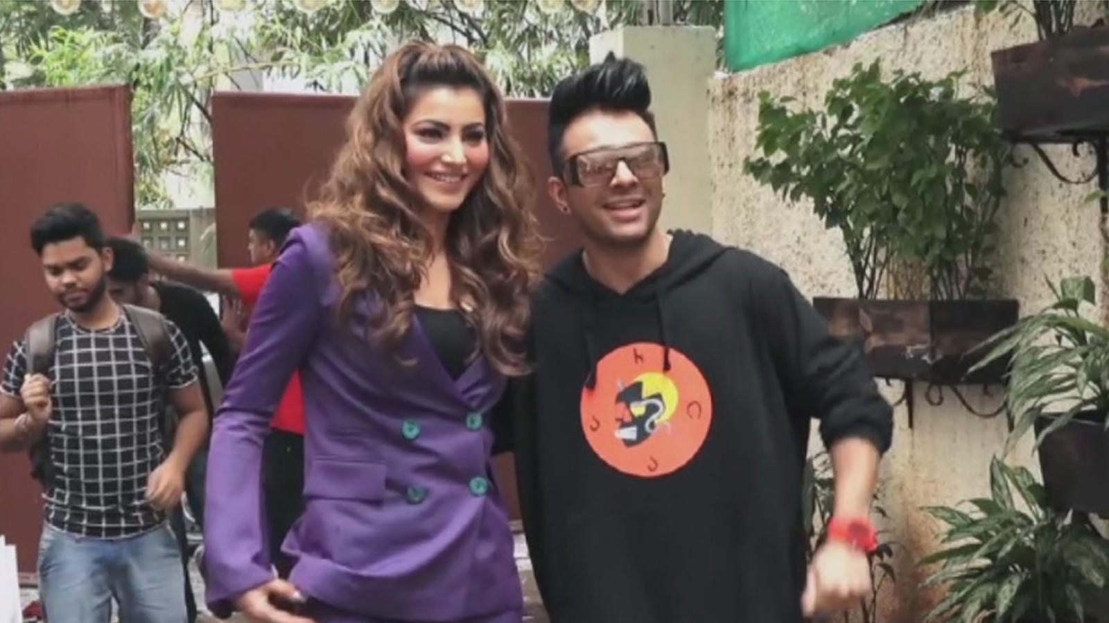 actress-urvashi-singer-tony-kakkar-launch-bijli-ki-taar-song-in-mumbai
