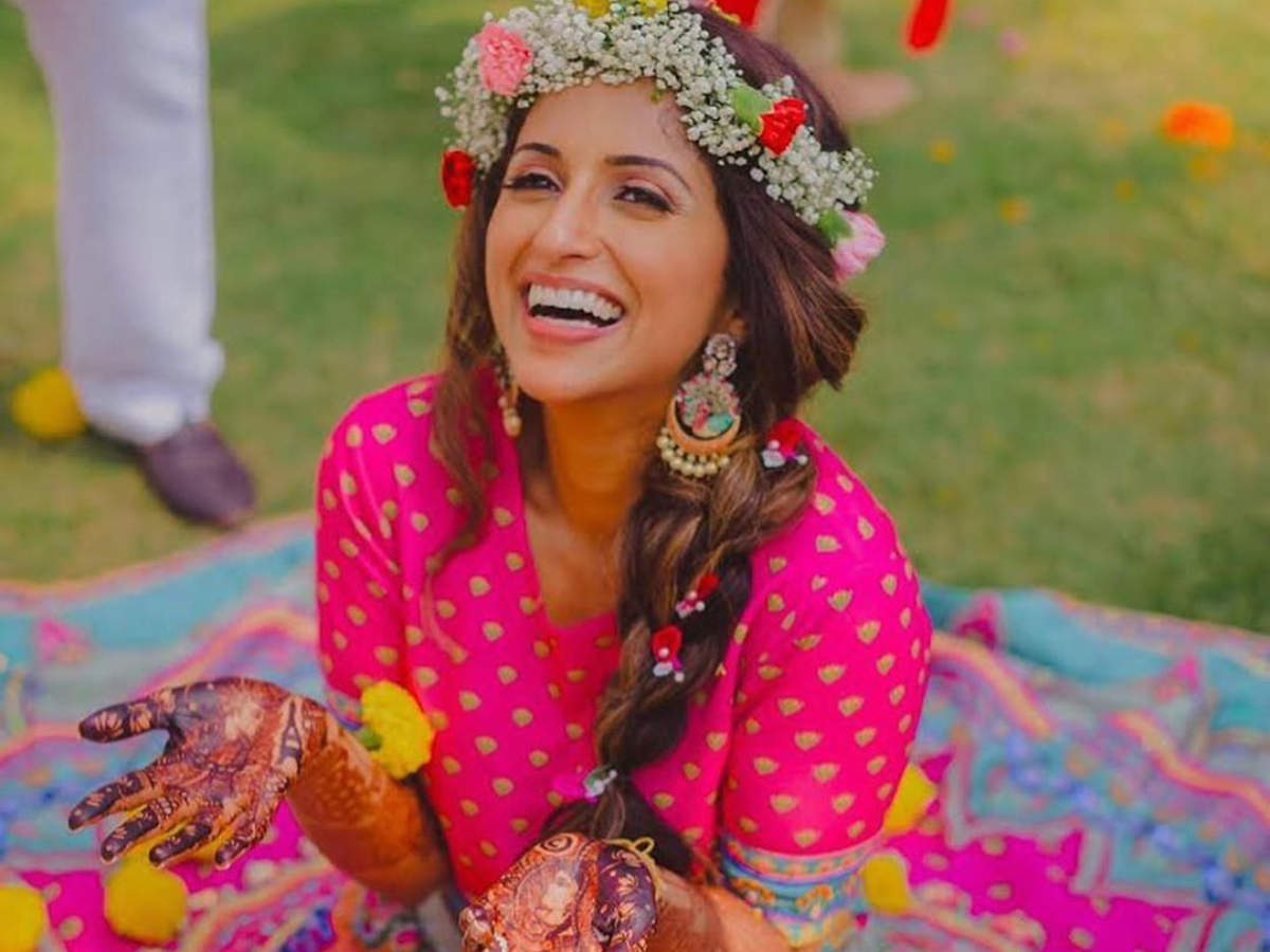 This bride's mehendi outfit is winning the internet!