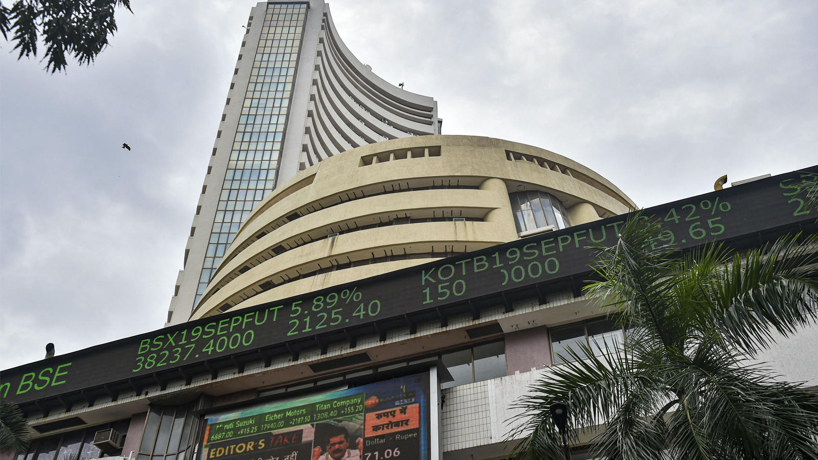 sensex-nifty-recorded-tremendous-gains-market-expert-hails-fms-announcements