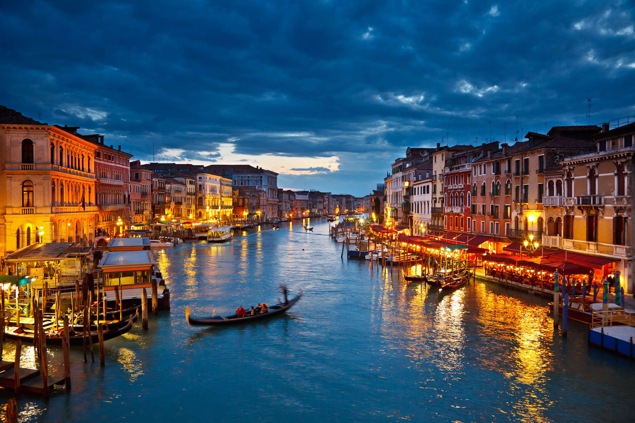 Tourists go nude swimming in Venice canal, got themselves arrested for the obscene act