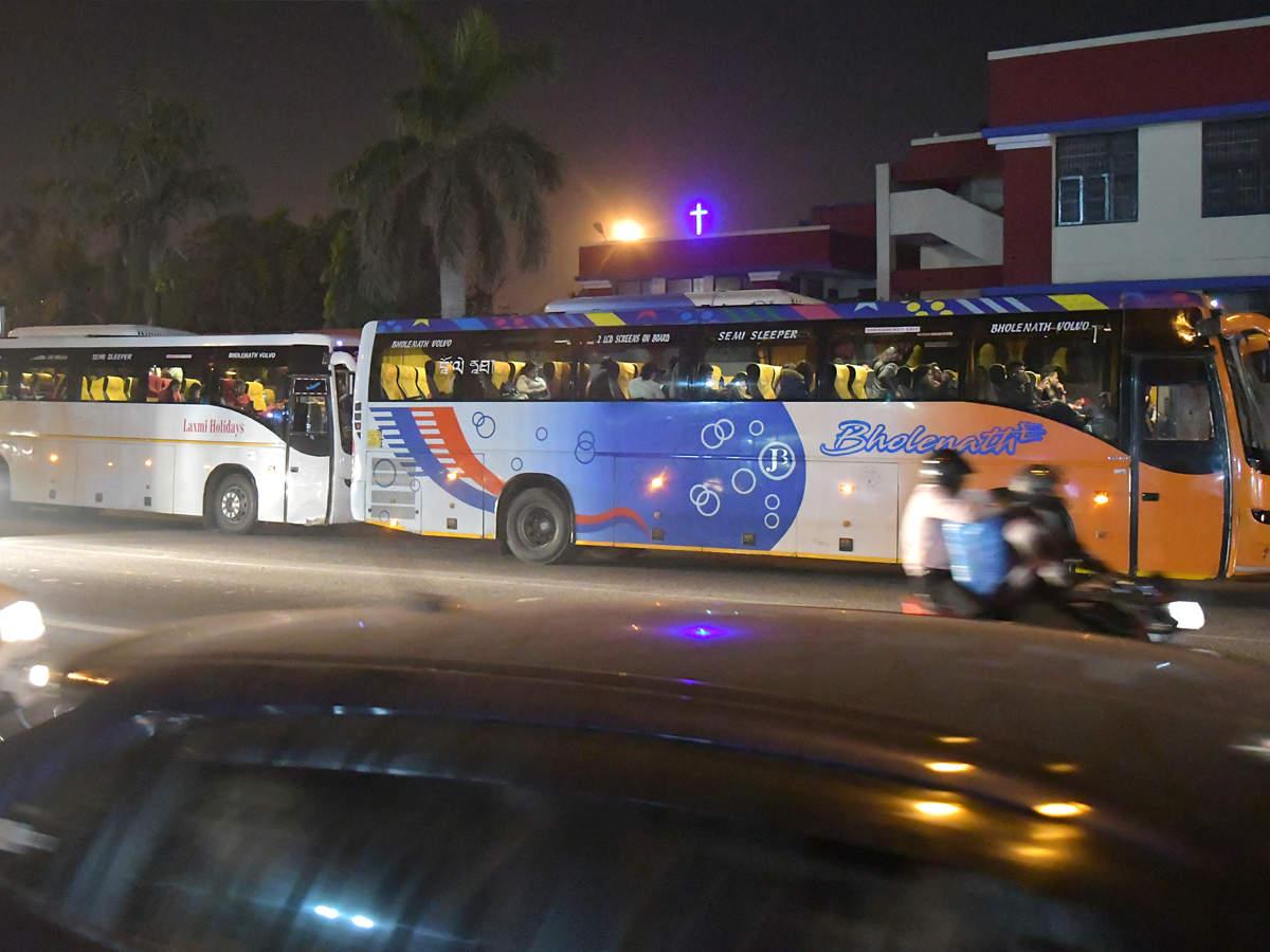 Delhi 2 000 Private Buses To Meet Odd Even Rush Delhi News Times Of India