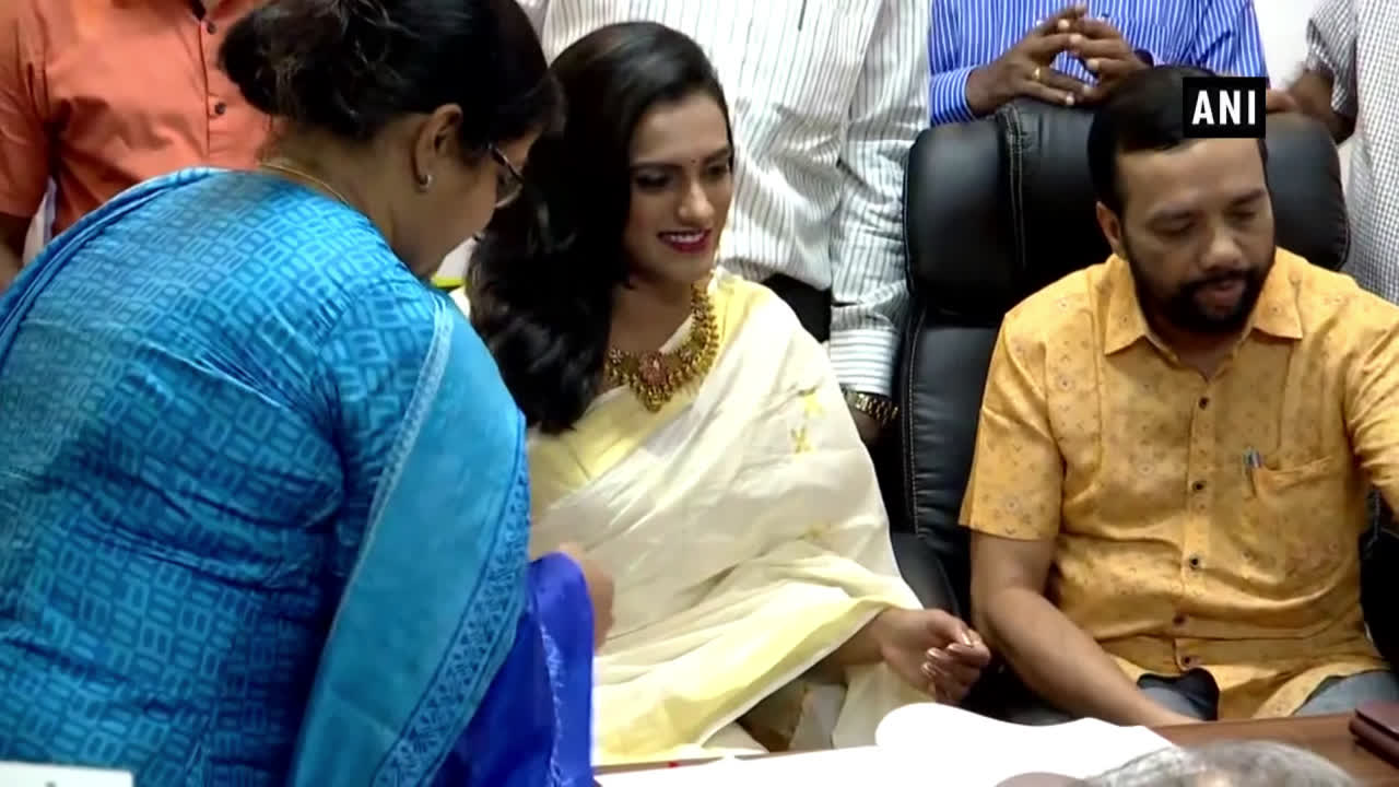 kerala-olympic-association-felicitates-pv-sindhu