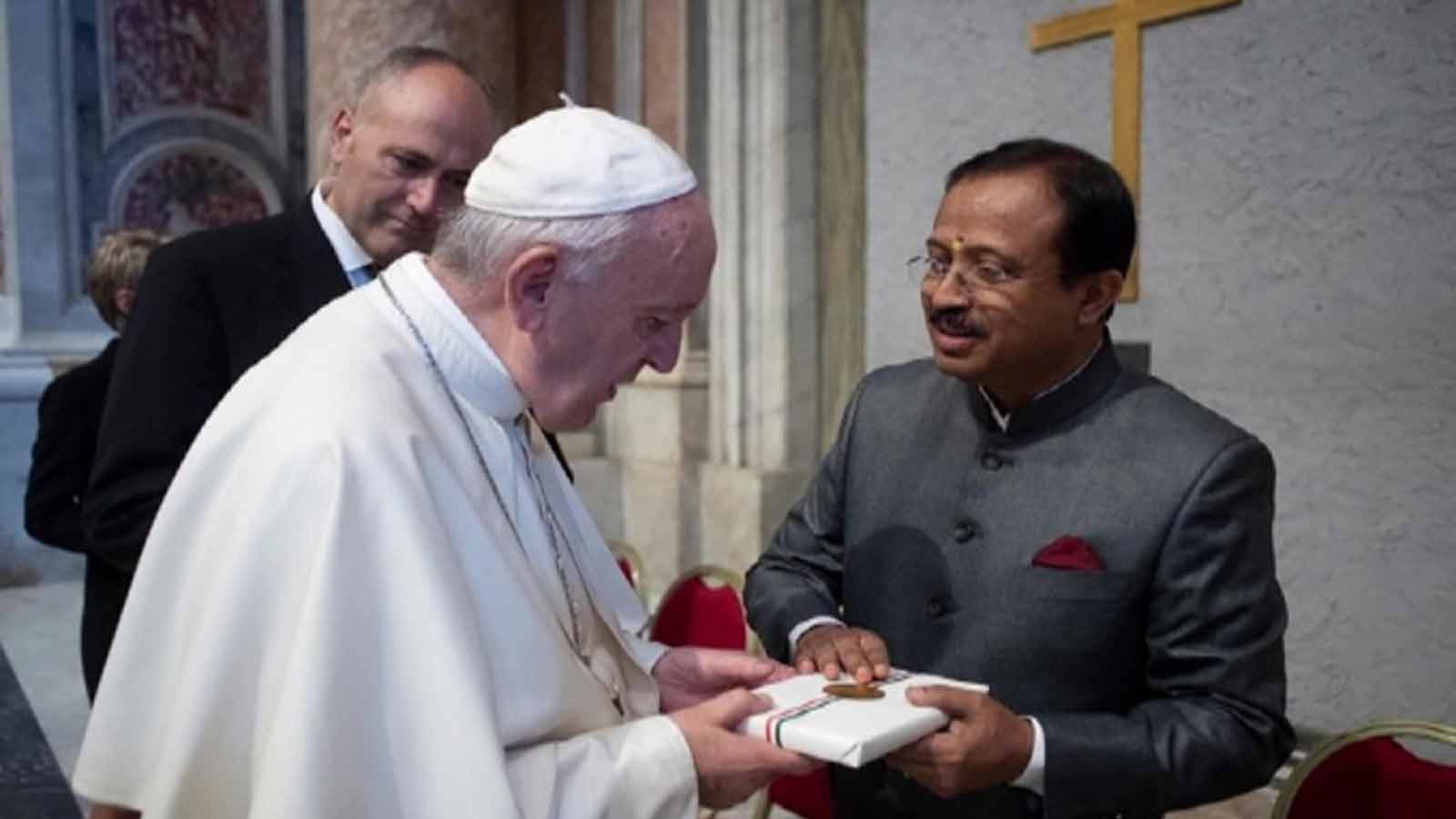 mos-v-muraleedharan-meets-pope-francis-in-vatican-city