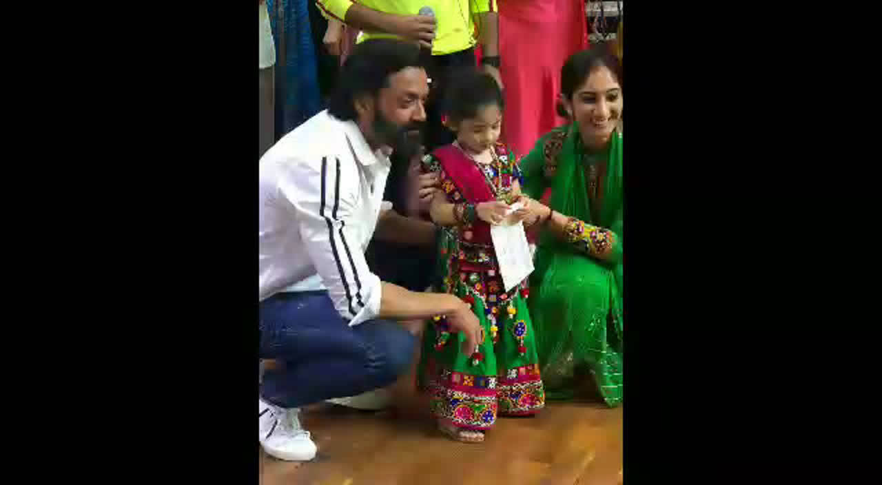bobby-deol-recently-visited-his-school-for-an-event-and-had-fun-with-kids-there