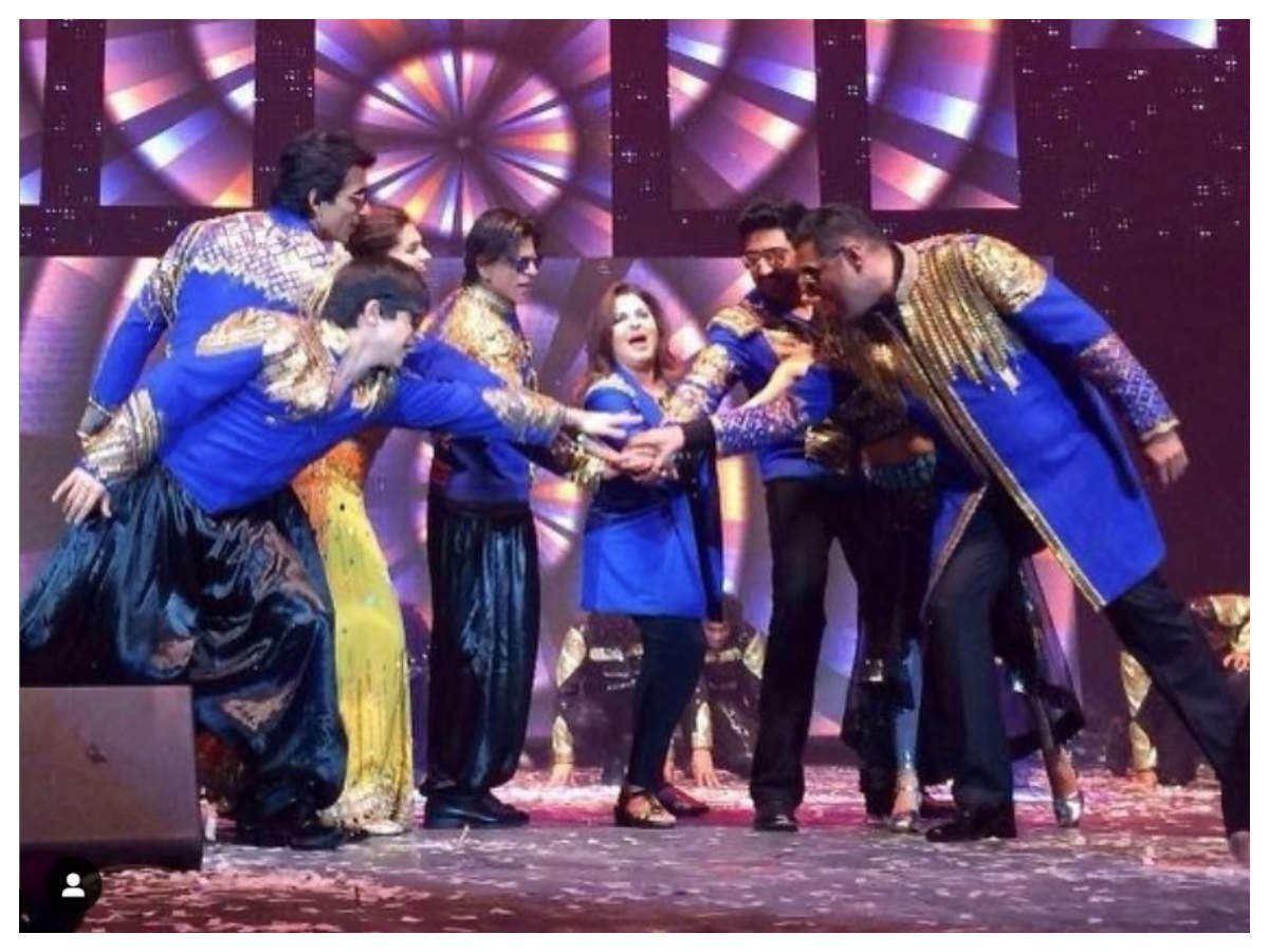 Happy New Year Clocks Five Years Farah Khan Shares A Throwback Picture With Her Team Hindi Movie News Times Of India Wishing you all a very happy. farah khan shares a throwback picture