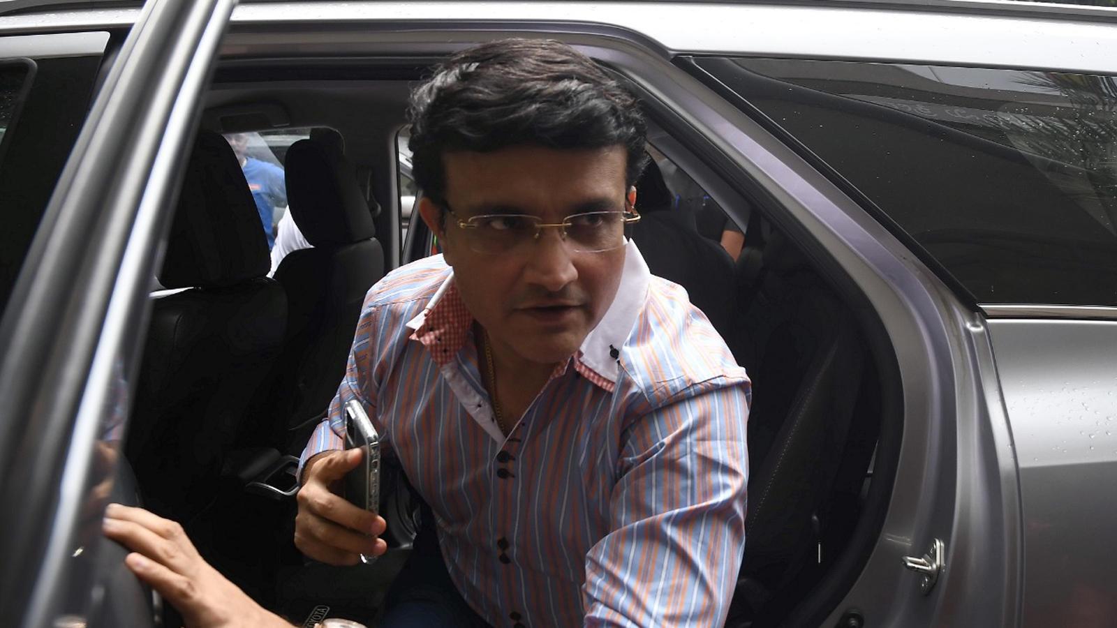 sourav-ganguly-arrives-in-bengaluru-to-meet-rahul-dravid