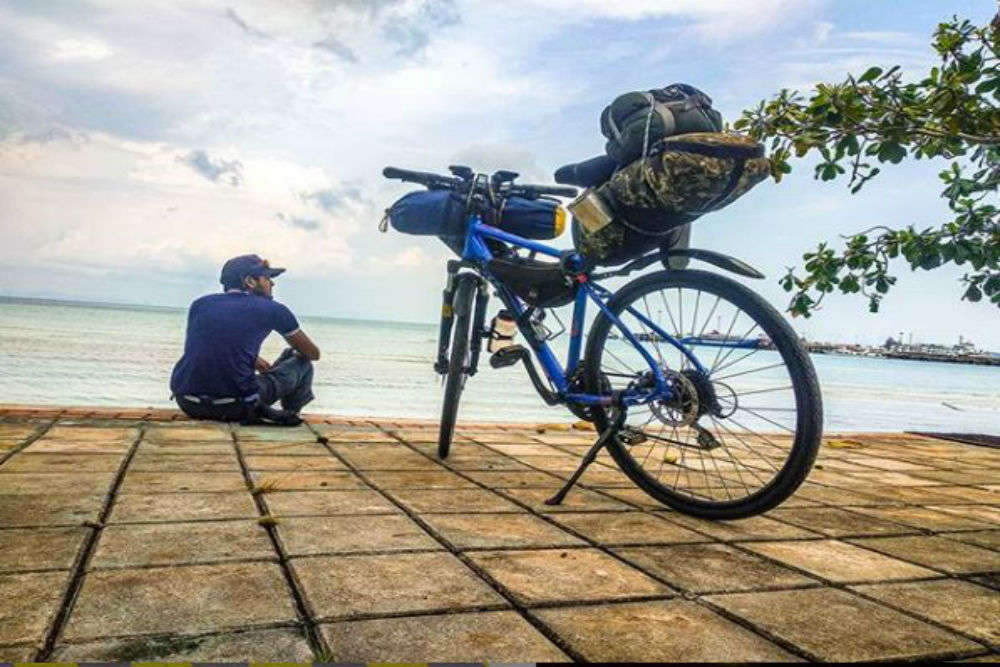 This young man cycled 6000 km for 55 days to reach Singapore from Ranchi