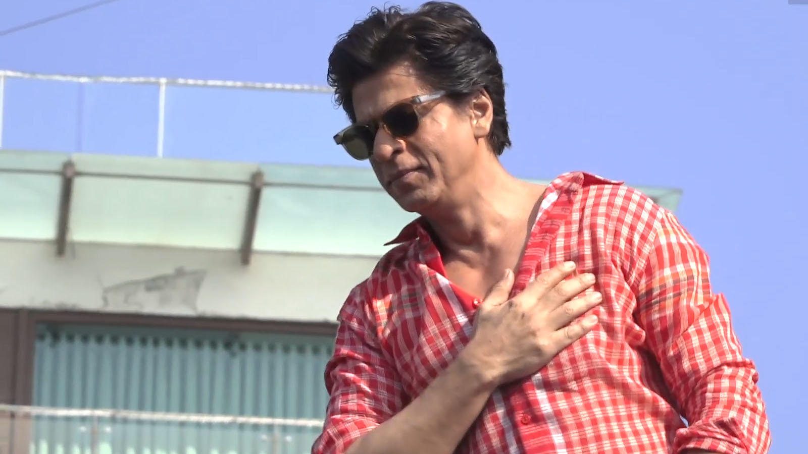 when-king-of-romance-shah-rukh-khan-was-too-nervous-to-talk-to-a-girl