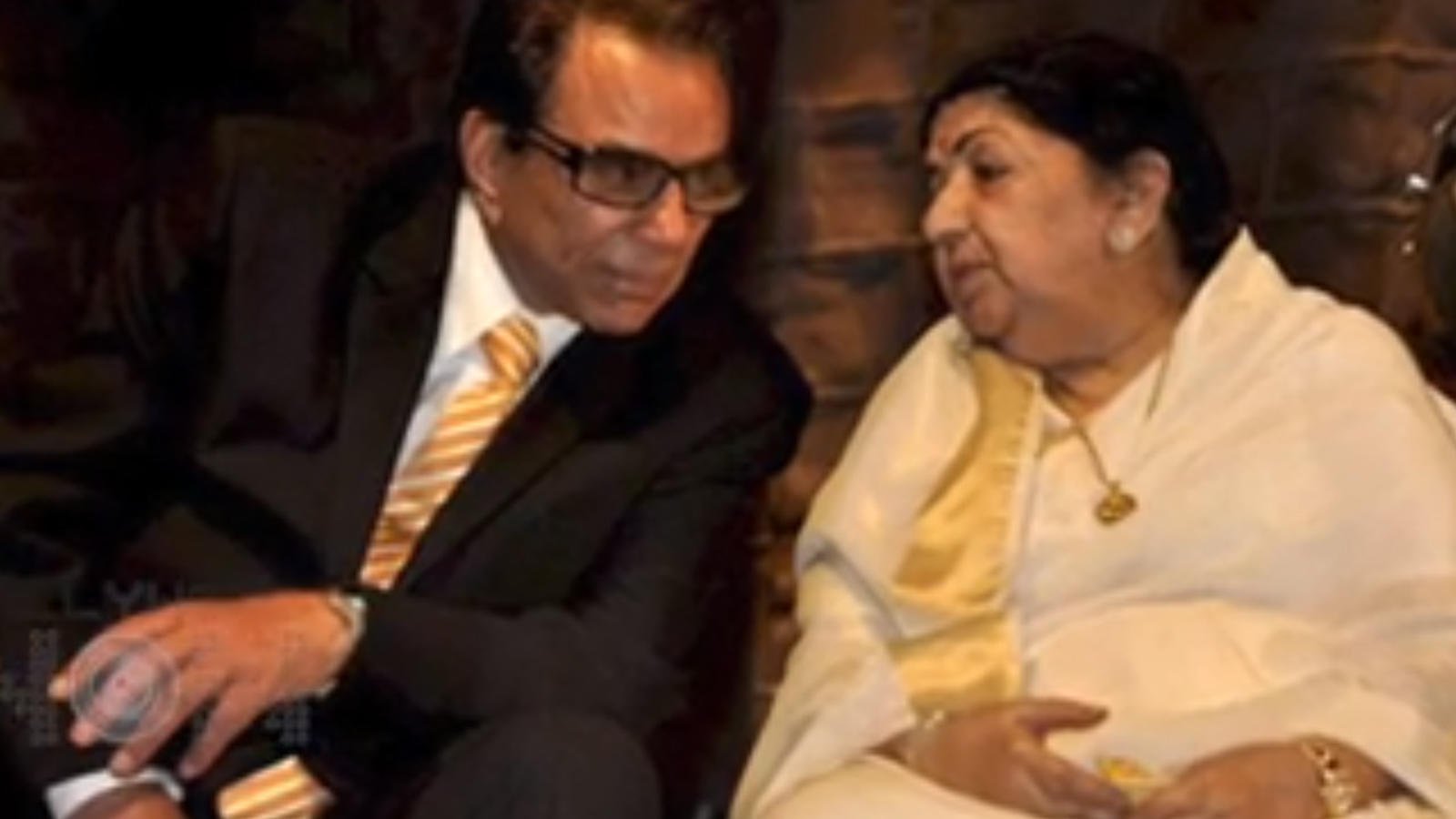 Veteran actor Dharmendra gets emotional over Lata Mangeshkar's health,  shares old picture | Hindi Movie News - Bollywood - Times of India