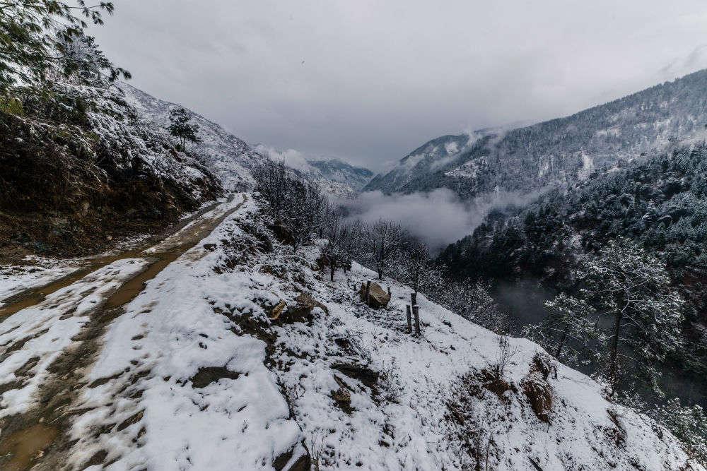 Lahaul-Spiti under heavy snow blanket, yellow warning issued, scholars stuck