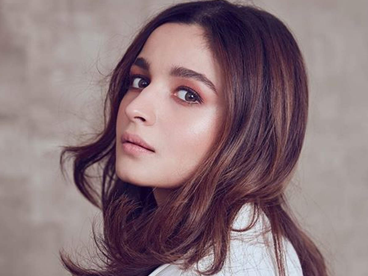 Alia Bhatt Stuns In Her Latest Post And Fans Can't Stop Drooling Over Her Hotness! | Hindi Movie News