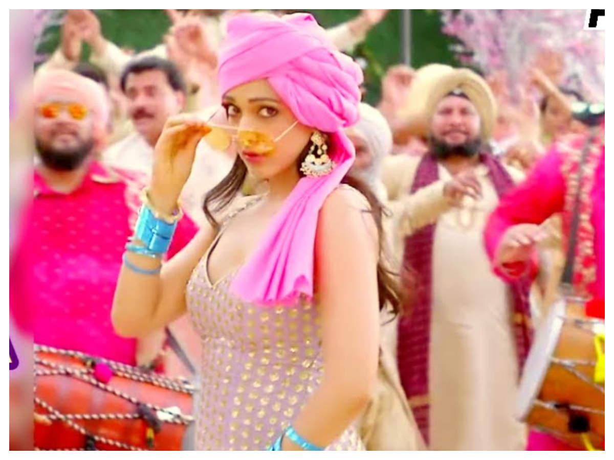 'good Newwz' New  Teaser: Bhangra  'sauda Khara Khara' To Be Out Tomorrow | Hindi Movie News