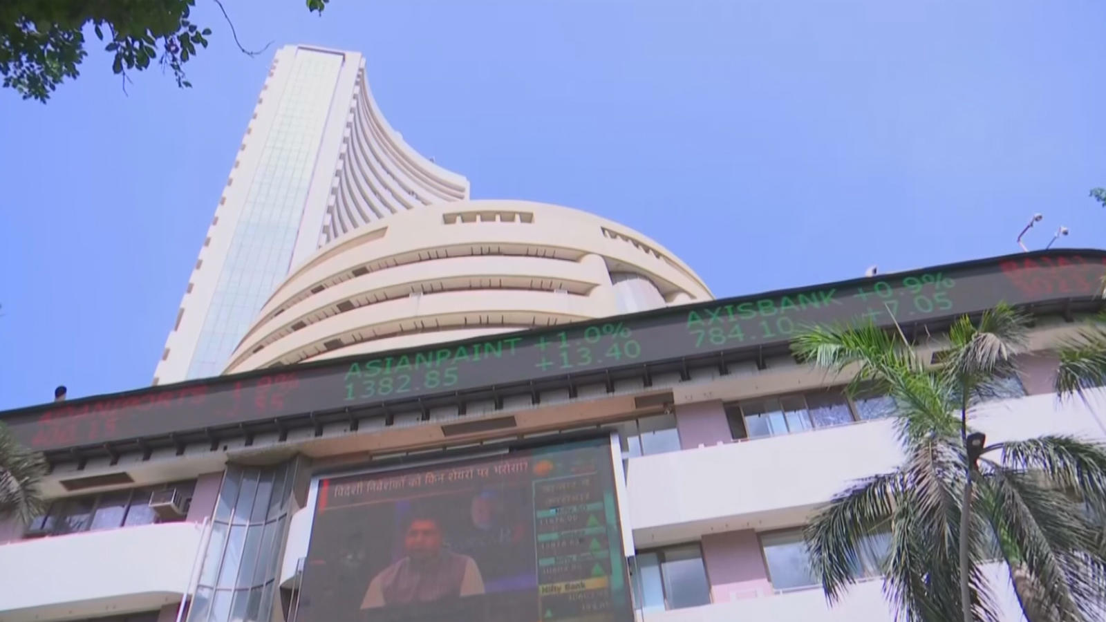 stocks-in-positive-zone-reliance-gains-by-3-5-pc
