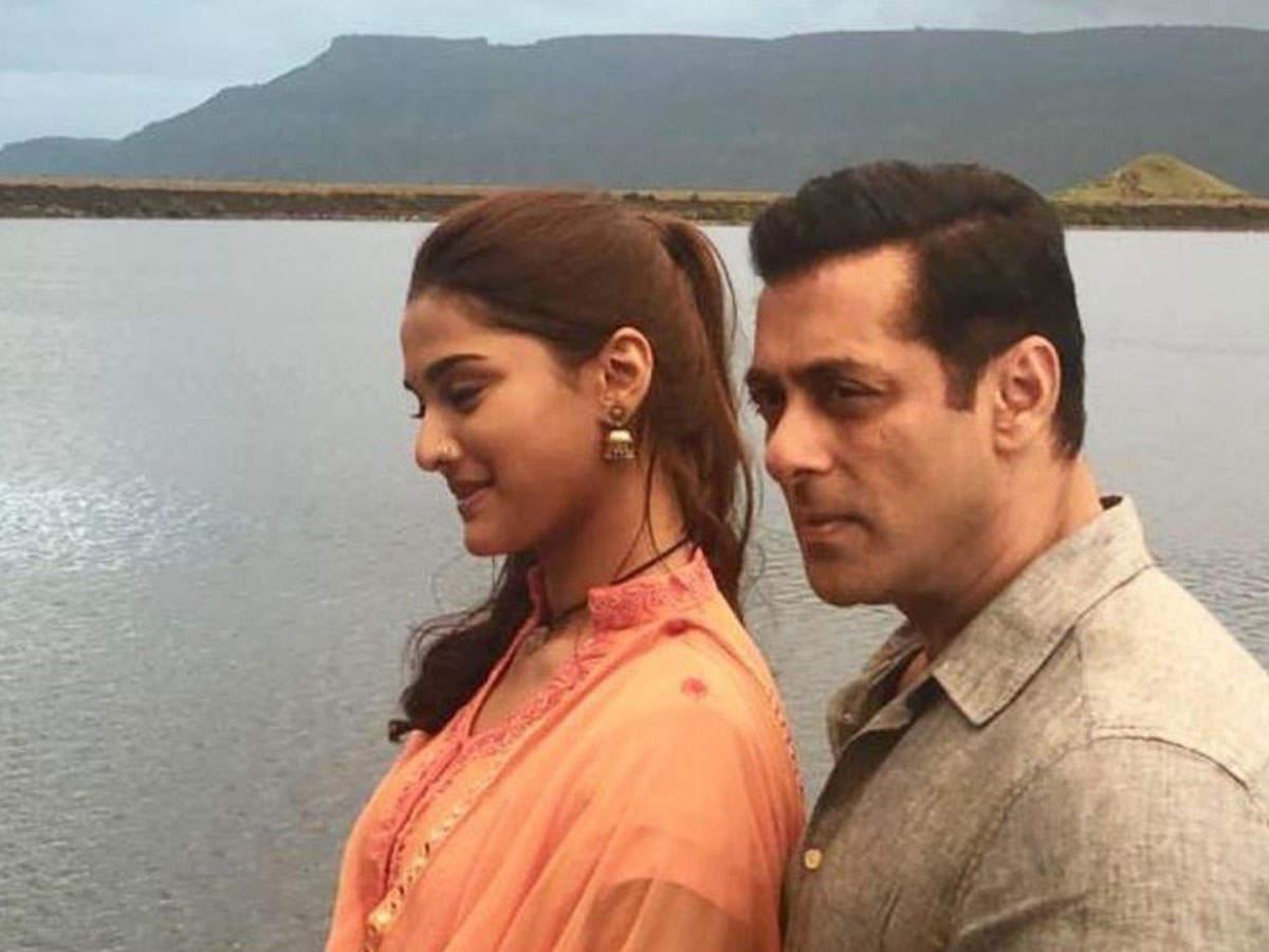 Salman Khan's 'dabangg 3' To Have A Manjrekar Family Reunion On The Big Screen? | Hindi Movie News