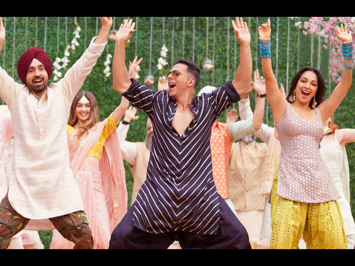 'Good Newwz' song 'Sauda Khara Khara': Akshay Kumar's 'naagin' dance and Kiara Advani's 'swag' leaves fans amazed - Times of India