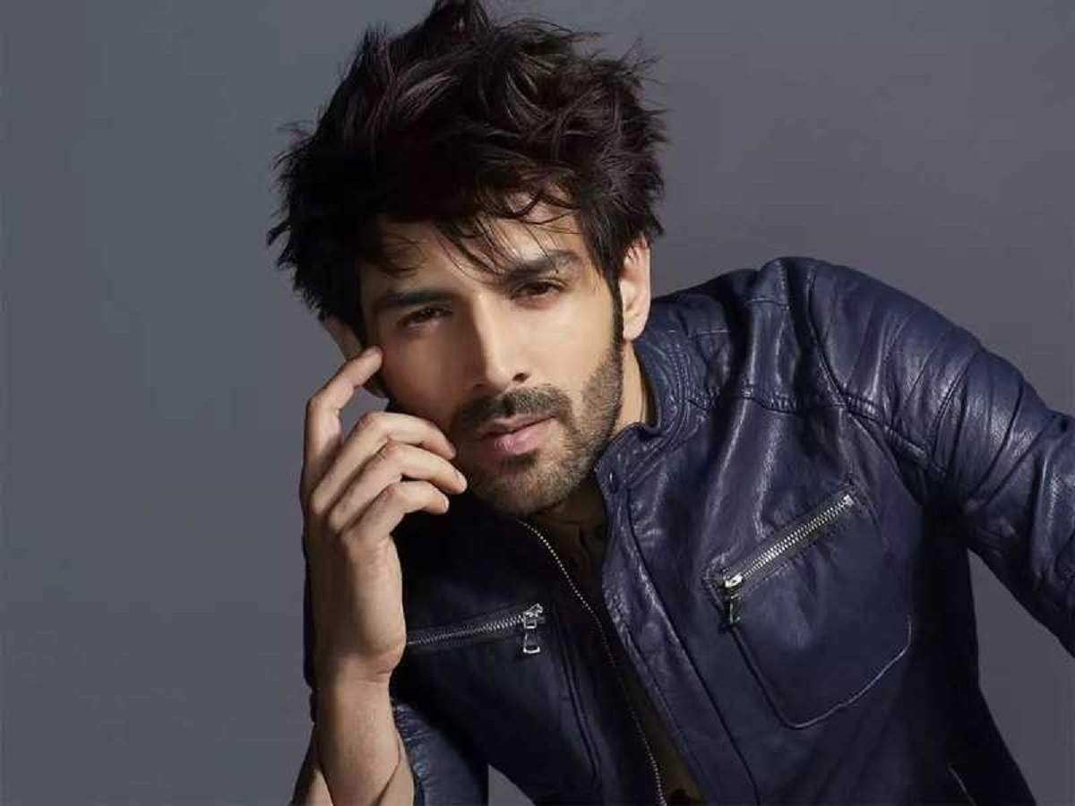 Watch Video: Kartik Aaryan entertains fans with his popular monologue; leaves Ananya Panday stunned - Times of India