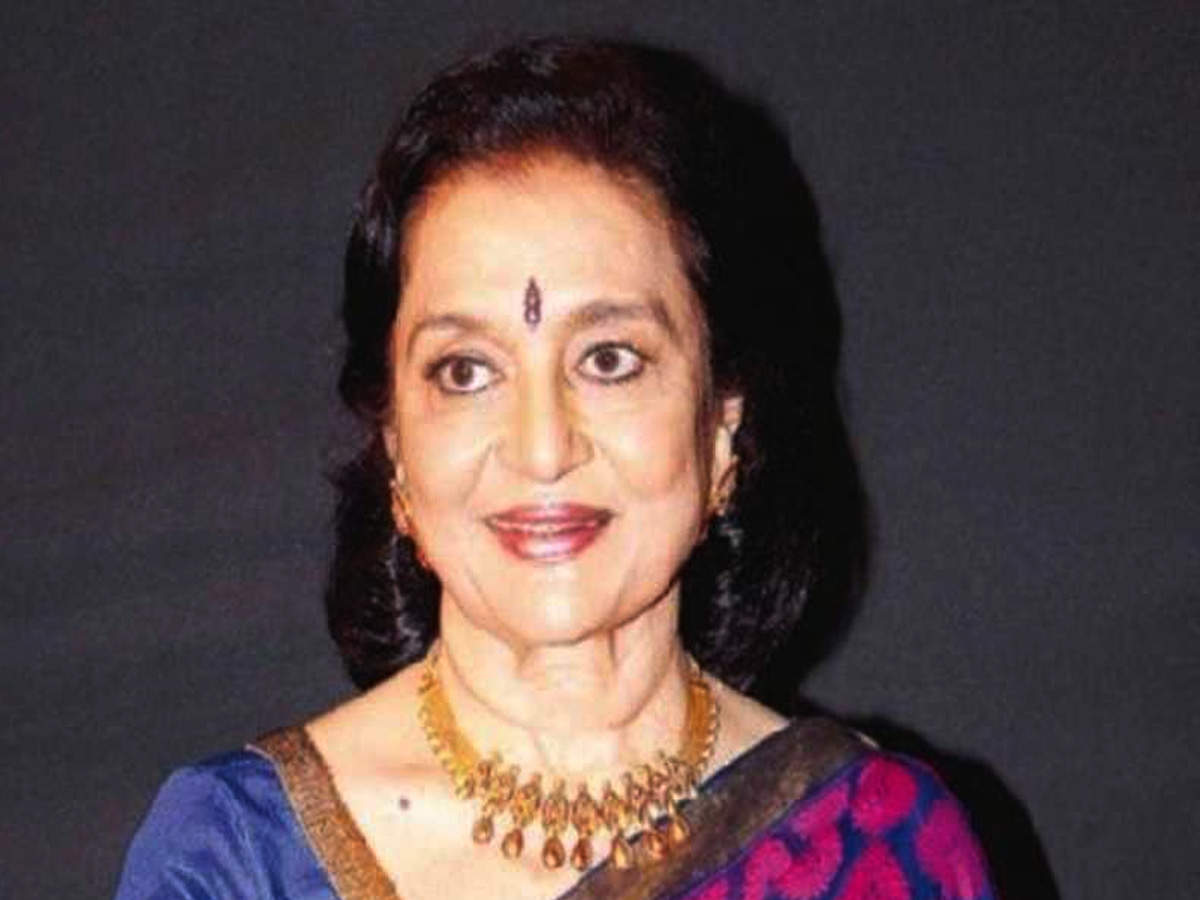 Veteran Actress Asha Parekh On Why She Never Married And Being In Love With Filmmaker Nasir Hussain | Hindi Movie News