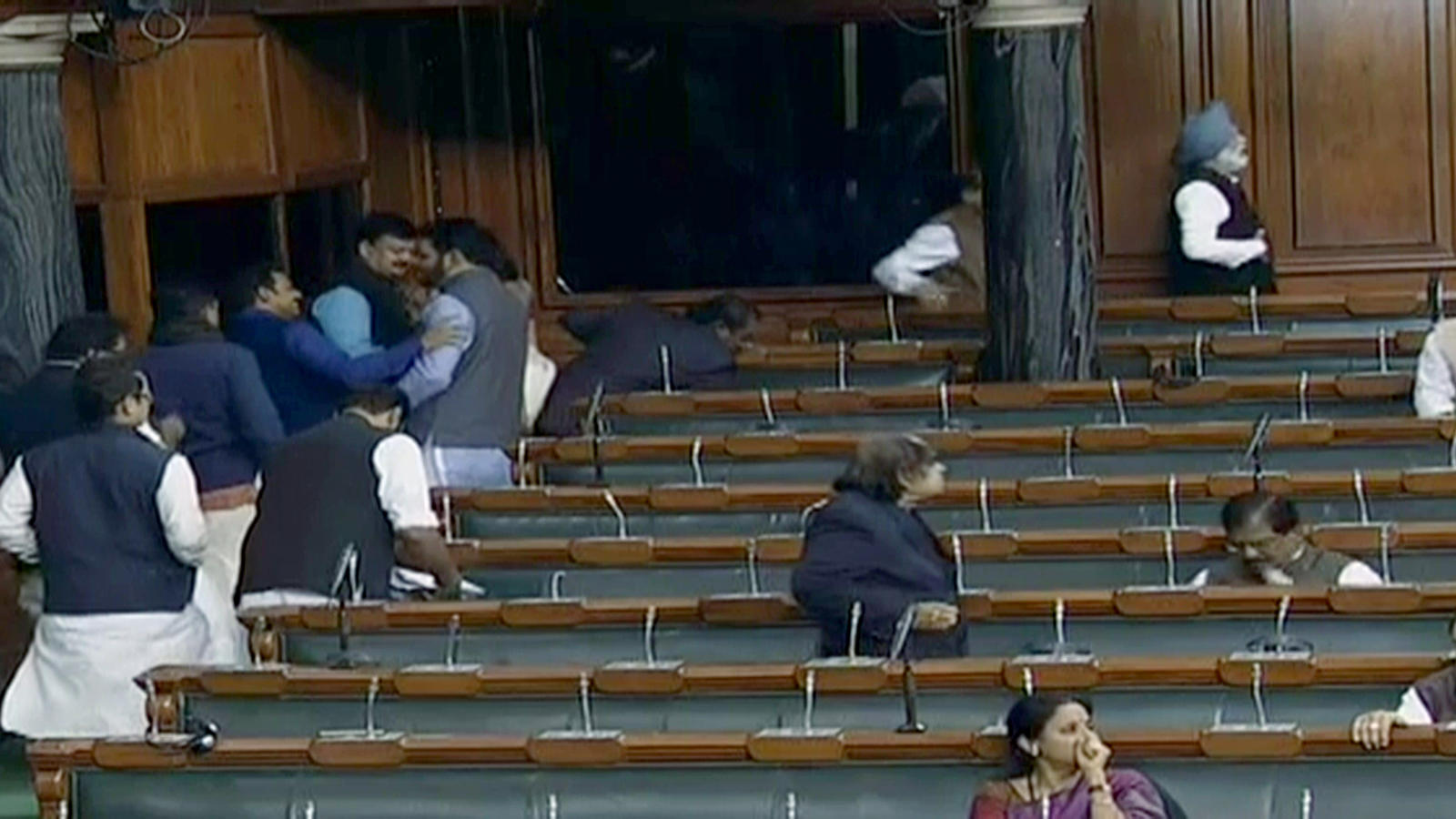 congress-mps-stage-walkout-from-lok-sabha-in-protest-against-unnao-incident