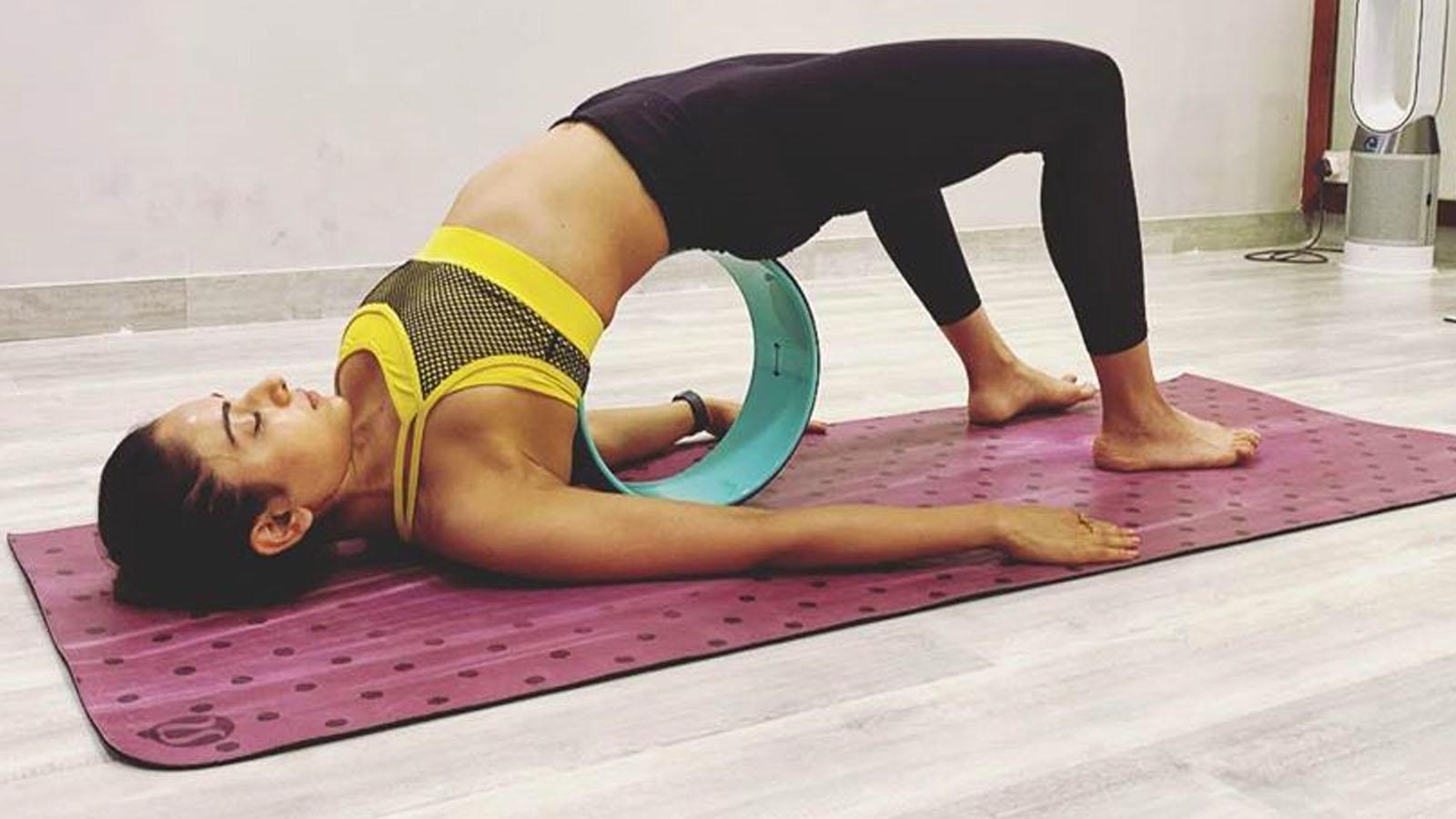 rakul-preet-singh-flaunts-her-envious-figure-as-she-performs-yoga