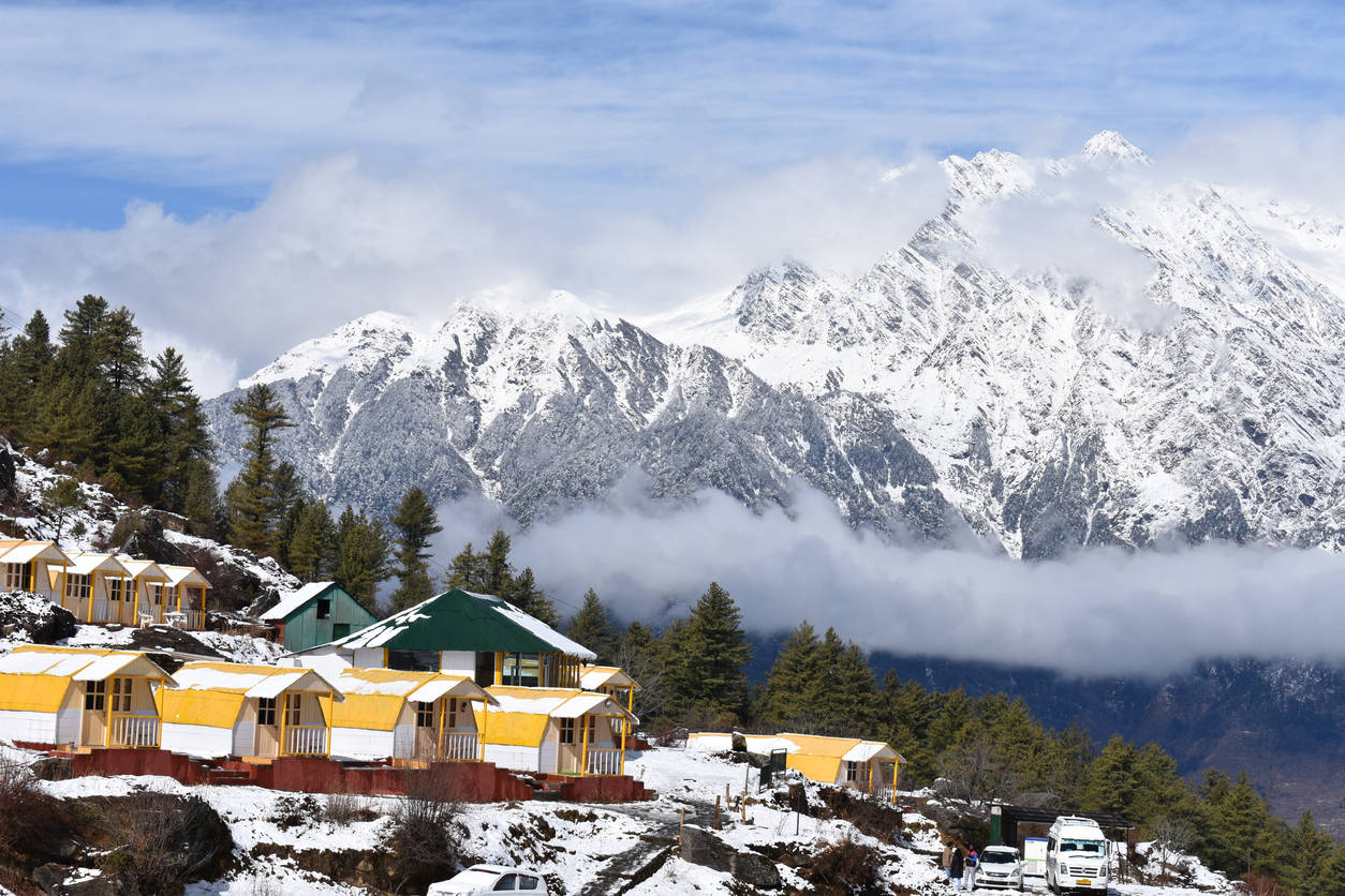 Uttarakhand's Auli covered in snow; no power supply for days