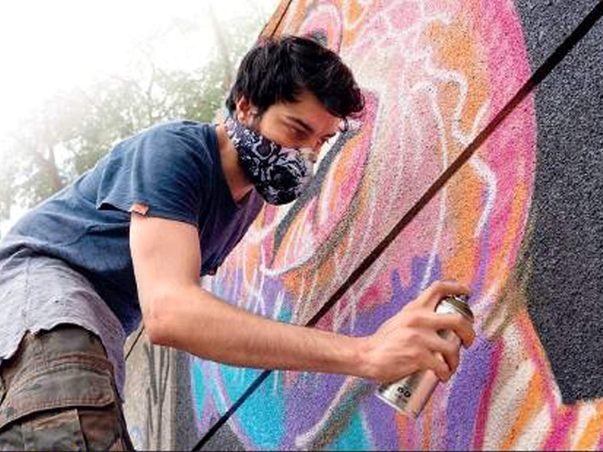 On 100 Wall Canvas Graffiti Artist Paints One At A Time Pune News Times Of India