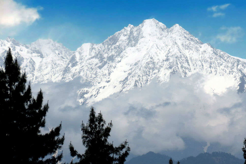 First snowfall of 2020 in Manali, Shimla makes tourists, hotel owners happy