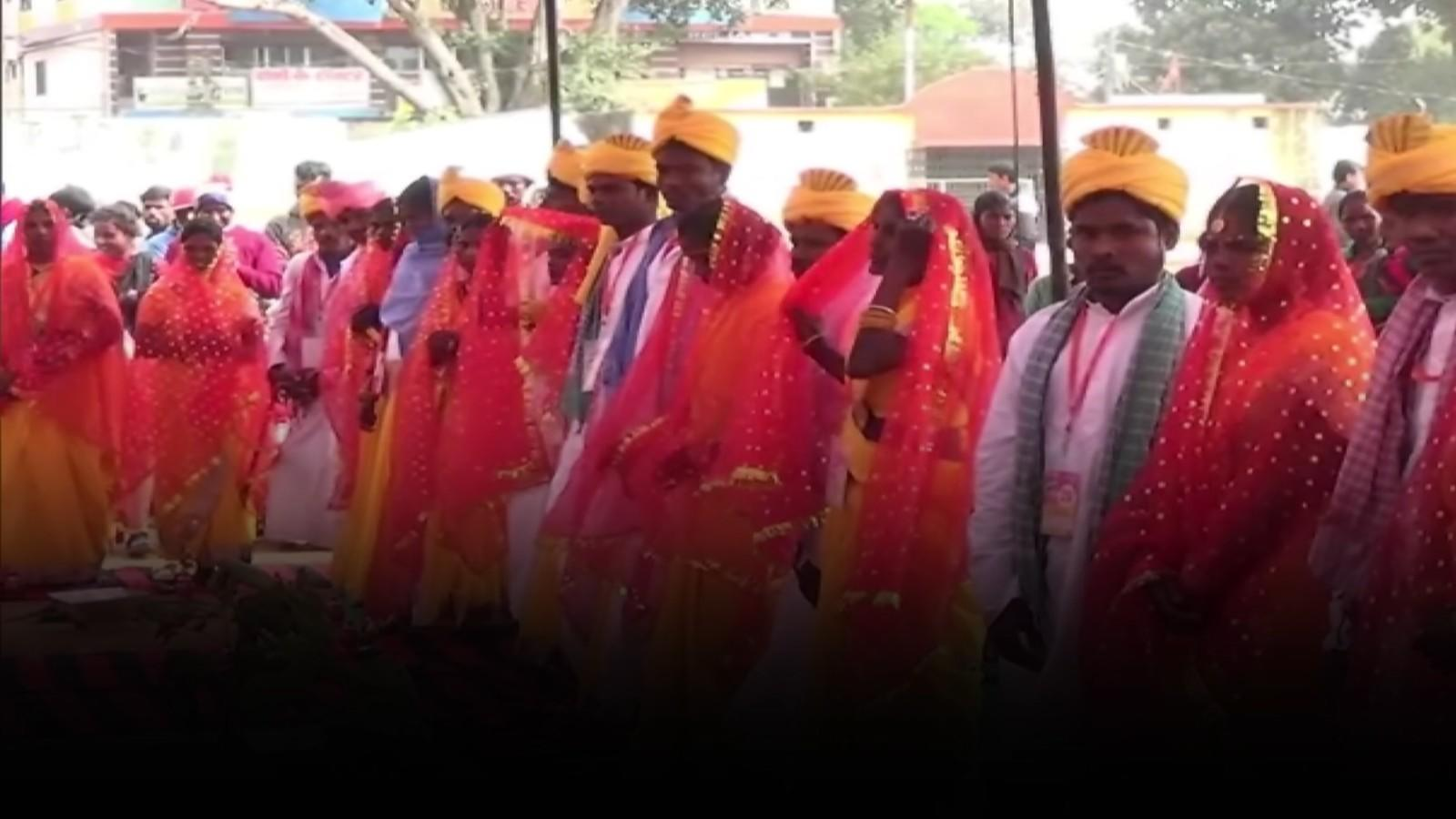 130-tribal-live-in-couples-tie-knot-at-mass-wedding-in-jharkhands-gumla