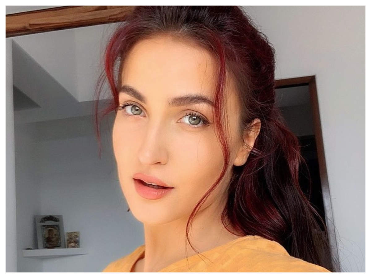 Wednesday Wisdom Malang Actress Elli Avrram Shares Lovely Pictures Of Self Along With A Thought Provoking Post Hindi Movie News Times Of India