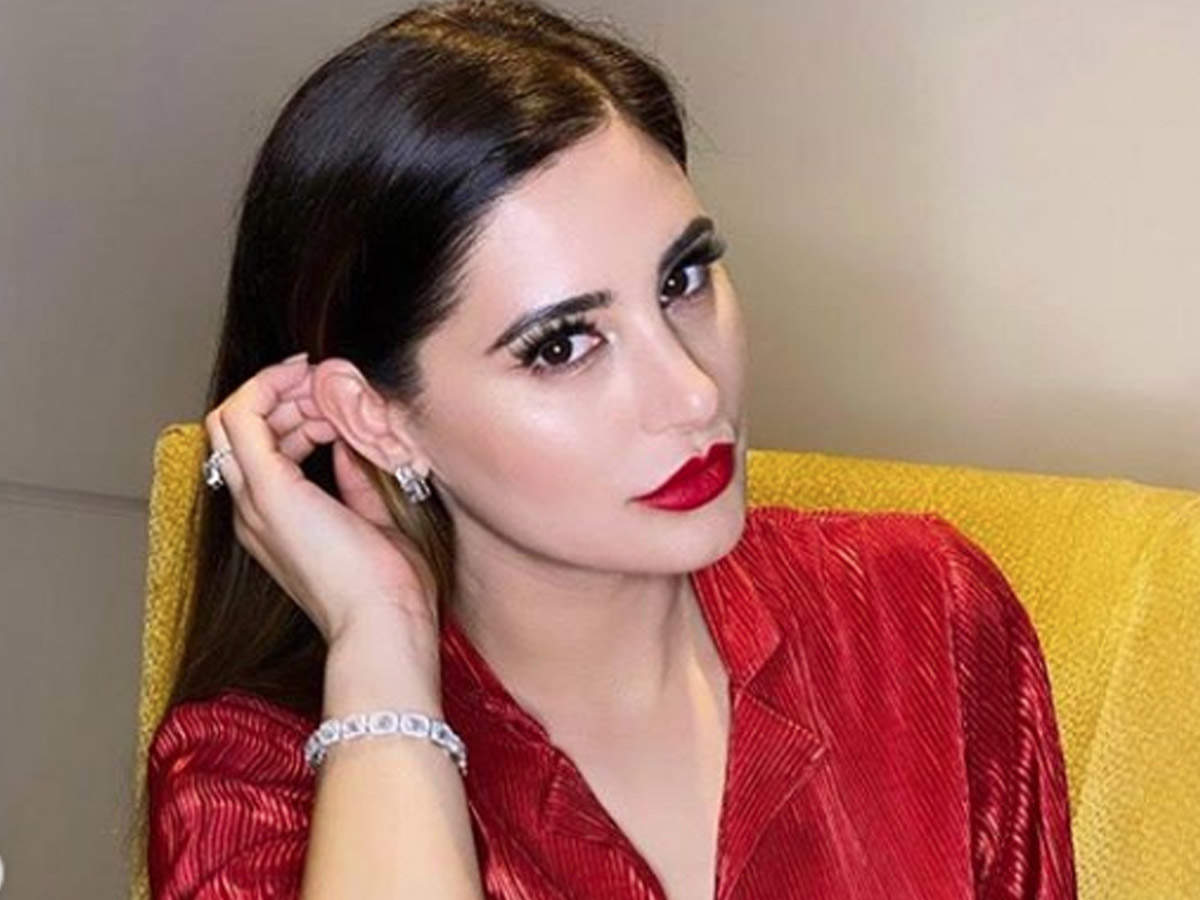 Ranbir Kapoor's 'Rockstar' co-star Nargis Fakhri looks mesmerising in a  shimmery red dress; view pictures | Hindi Movie News - Times of India