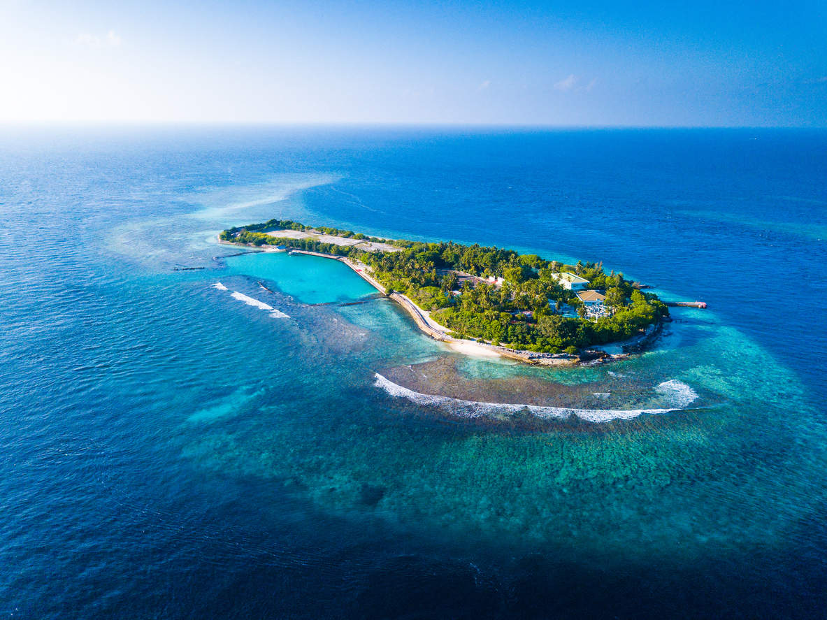Maldives seeks help to save its islands from submerging