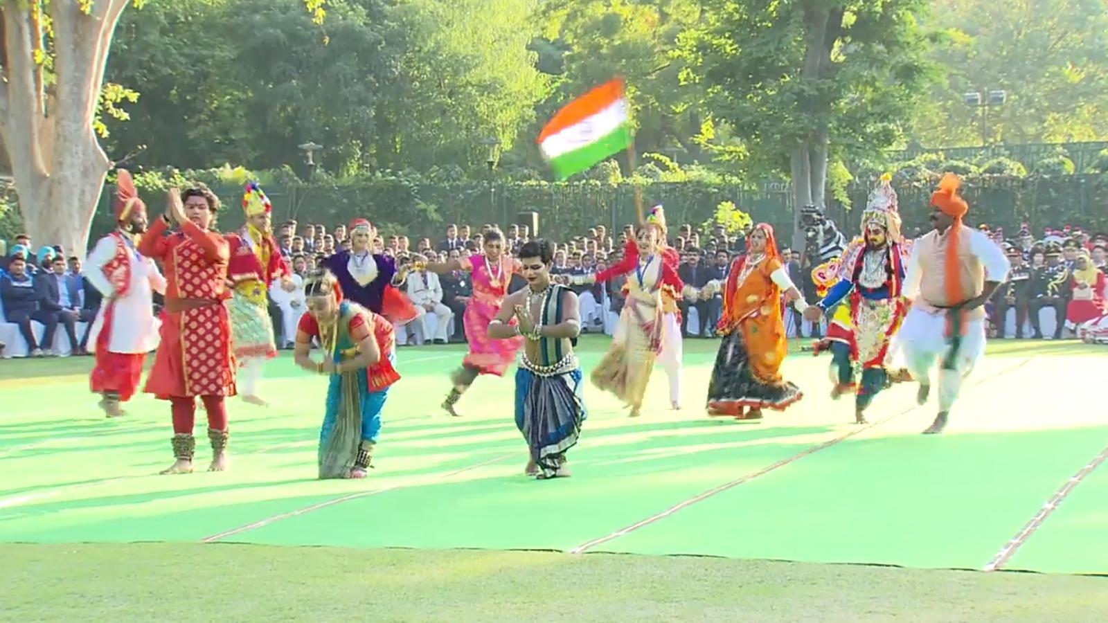 republic-day-artists-ncc-cadets-performing-at-parade-meet-pm-narendra-modi