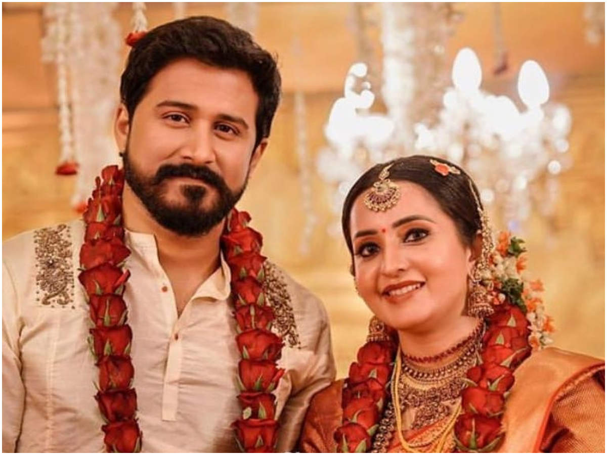 Nivedyam Actress Bhama Ties The Knot