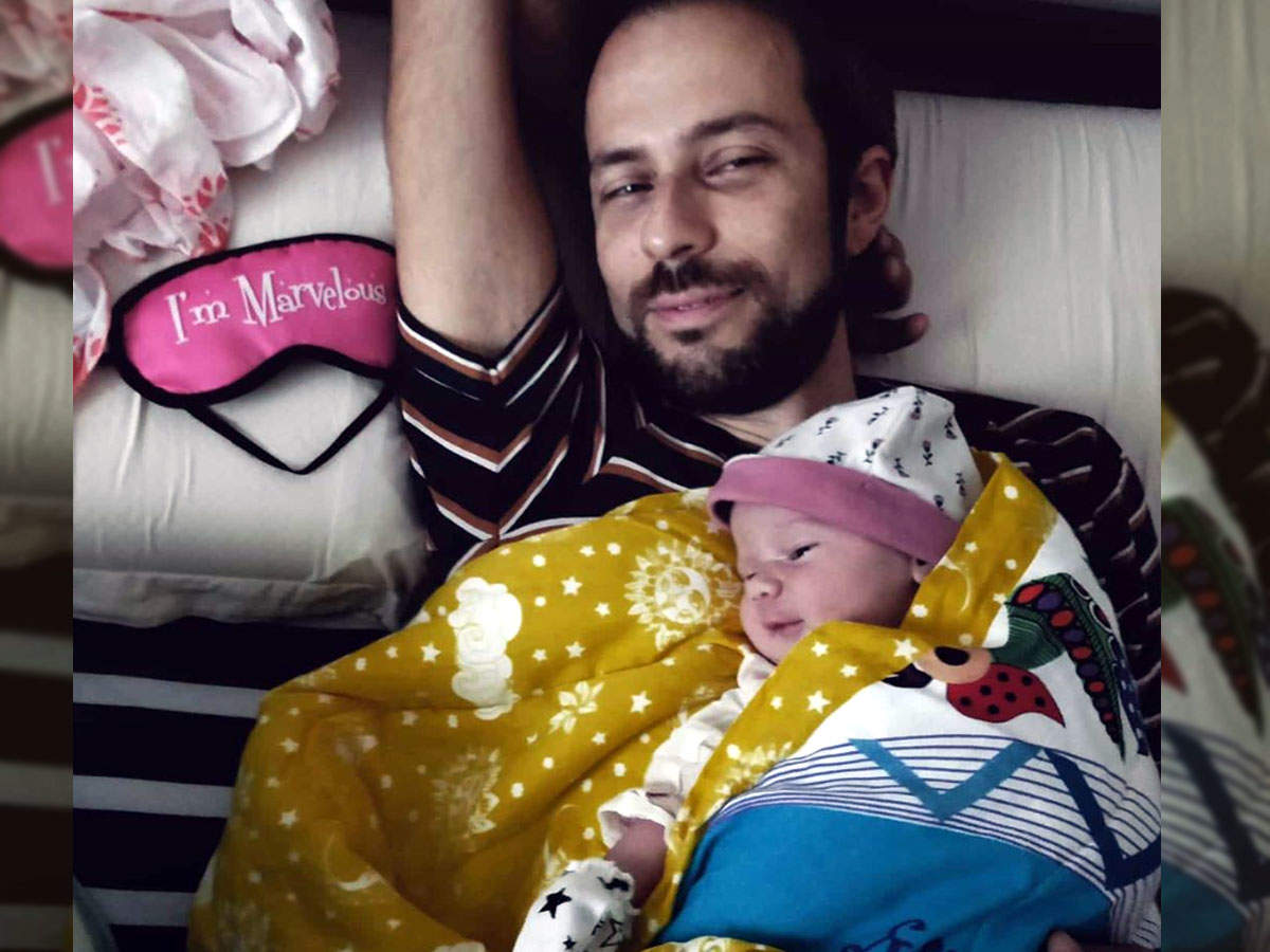 Kalki Koechlin shares first glimpse of daughter Sappho with daddy Guy Hershberg in a cute Valentine's day post - Times of India