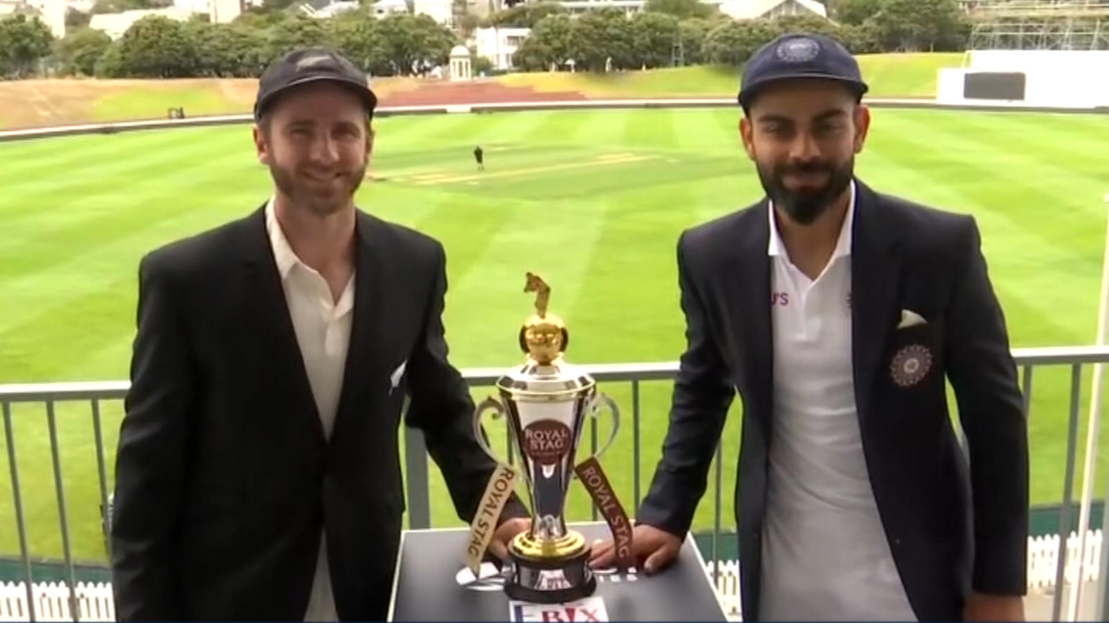 india-vs-nz-virat-kohli-kane-williamson-pose-with-test-series-trophy-in-wellington