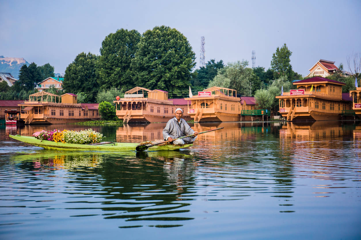 Geo-tagging of houseboats, hotels starts in a bid to save Srinagar's Dal Lake