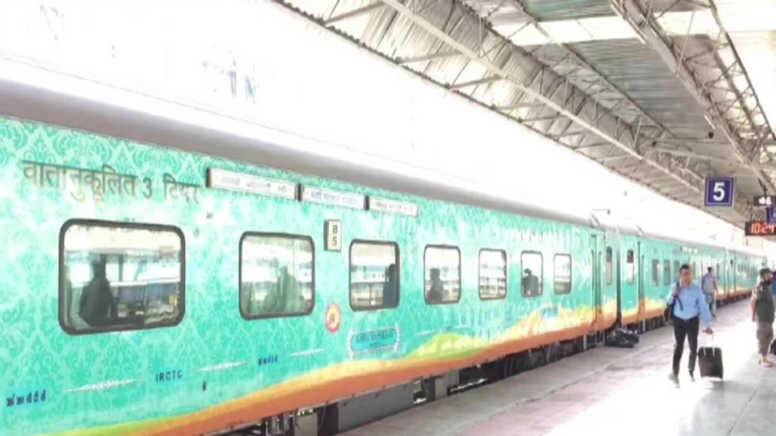 kashi-mahakal-express-begins-commercial-run-from-indore
