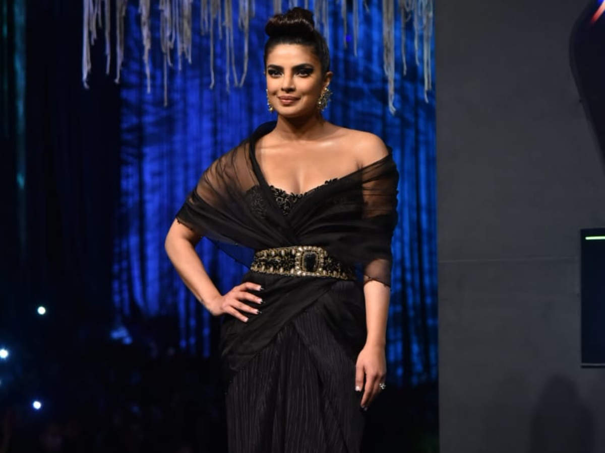 Video Priyanka Chopra Walks The Ramp In A Chic Black Ensemble Pays Tribute To Late Designer Wendell Rodricks Hindi Movie News Times Of India