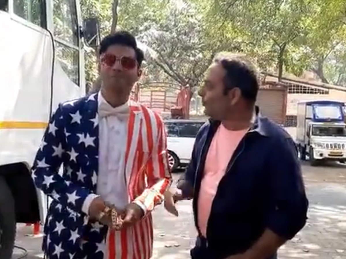 Варун Дхаван приветствует президента США Дональда Трампа с забавным поворотом «Кули № 1» — смотреть видео   Хинди Новости Кино