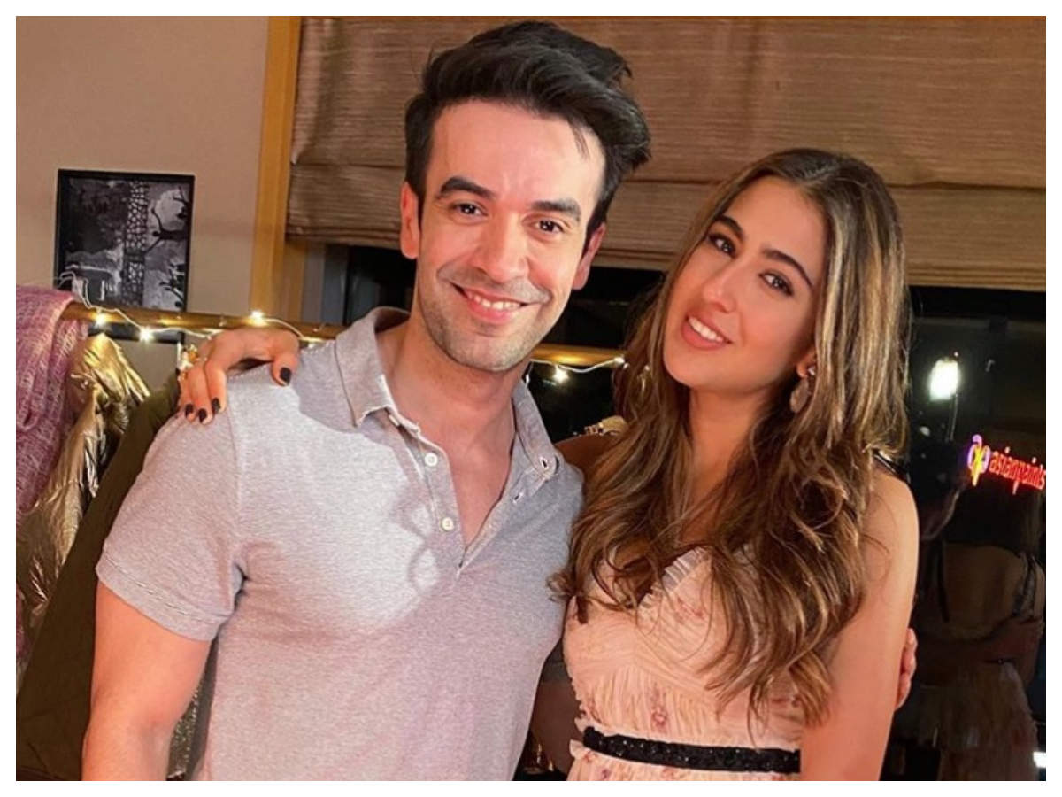 Sara Ali Khan bonds with filmmaker Punit Malhotra and this picture is proof! – Times of India