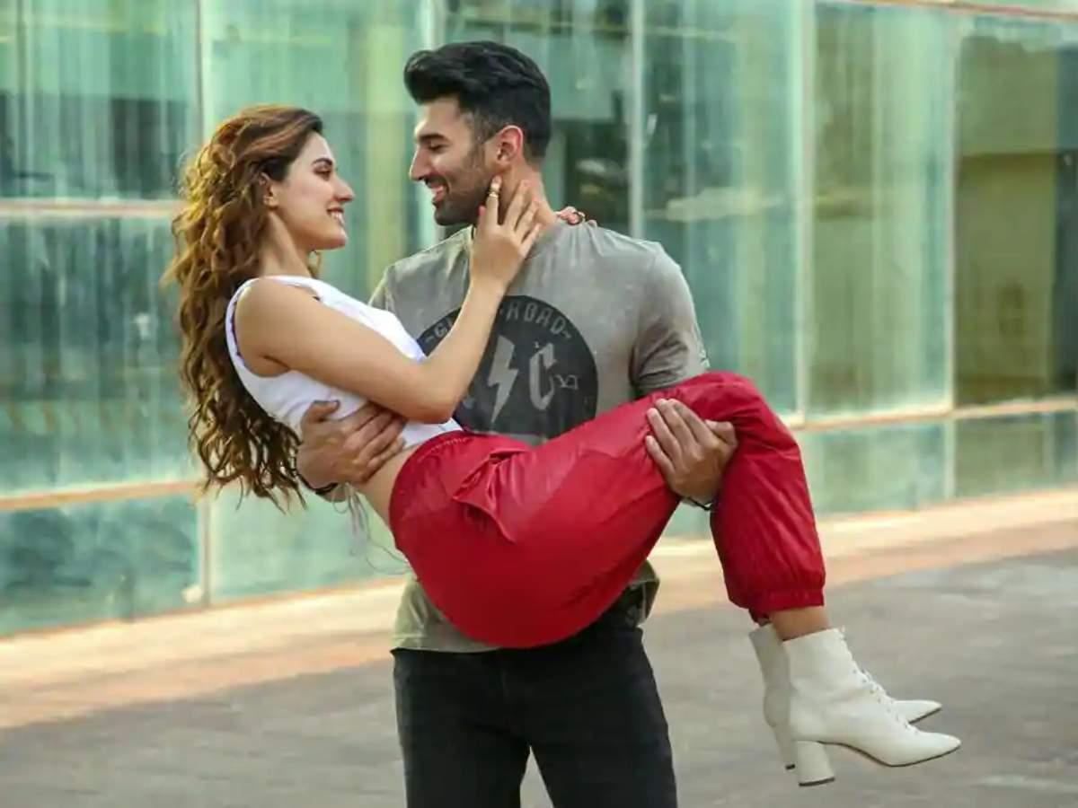 Exclusive Aditya Roy Kapur On Malang S Kissing Poster There Was No Photoshop Involved Hindi Movie News Times Of India