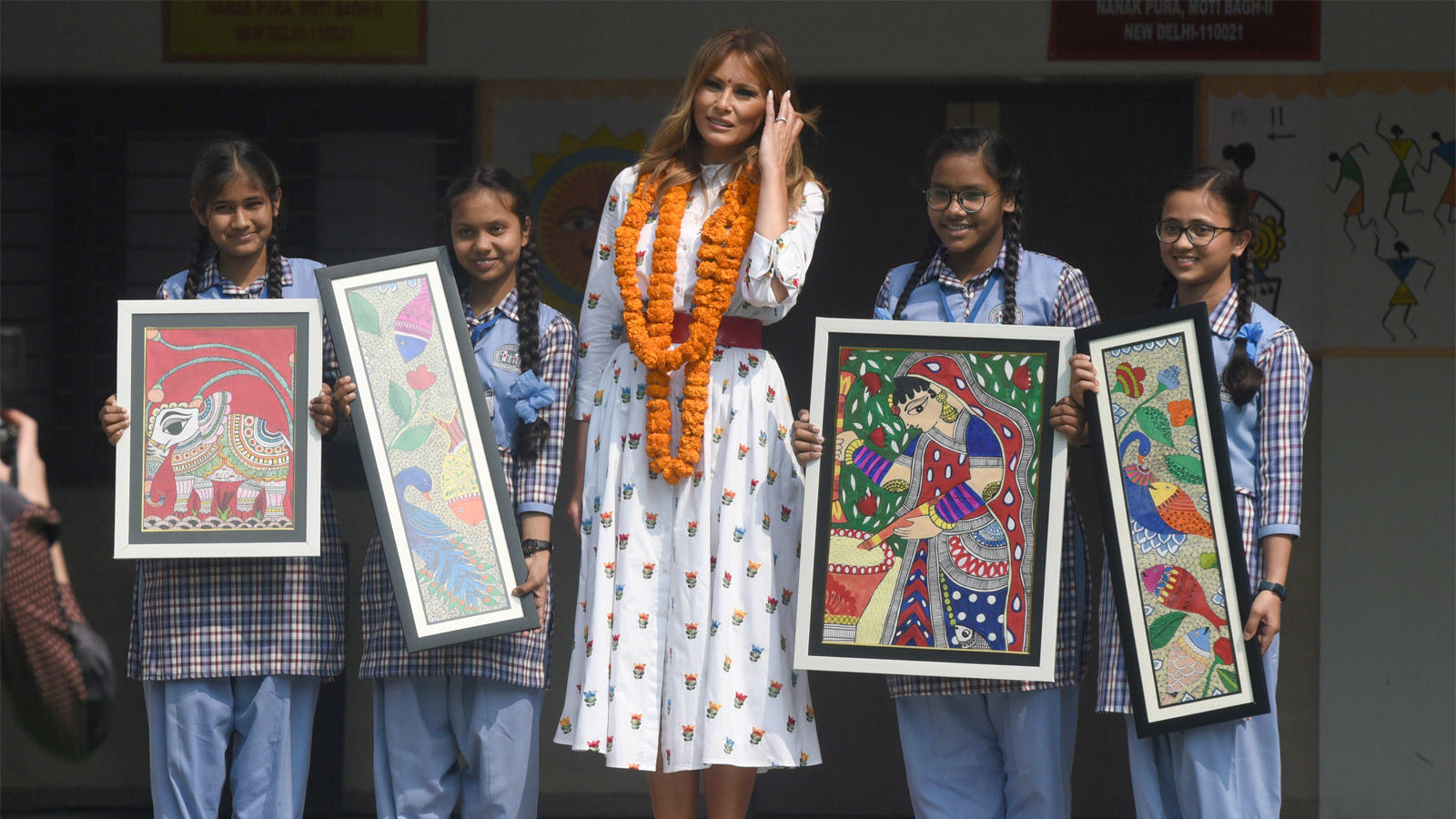 school-children-gift-madhubani-paintings-to-first-lady-melania-trump