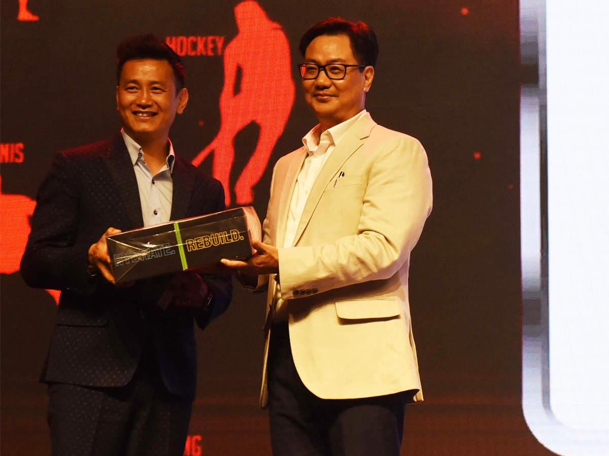 toisa-2019-bhaichung-bhutia-honoured-with-lifetime-achievement-award